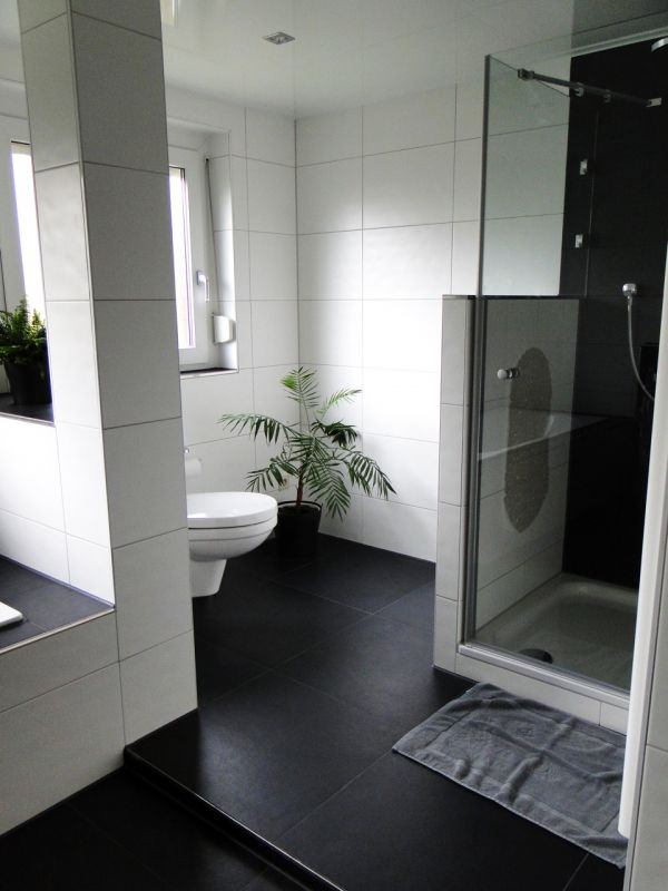 bad wc fliesen prost n rtingen wohlf hl stimmung in. Black Bedroom Furniture Sets. Home Design Ideas